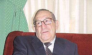 Luis Suárez escribió una permisiva biografía de Franco