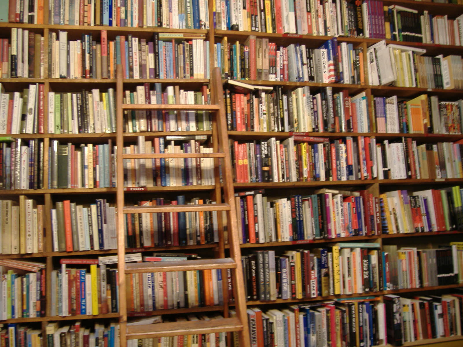 3 historias sobre libros y bibliotecas poemas del alma - Estanterias de libros ...