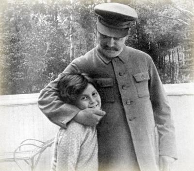 «Dictadoras», las mujeres detrás de los líderes