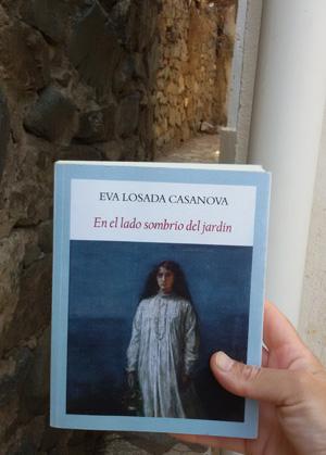 «En el lado sombrío del jardín» de Eva Losada Casanova —Editorial Funambulista—