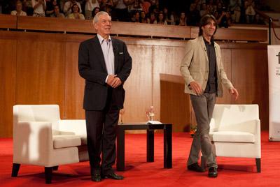 Mario Vargas Llosa y Benjamin Prado en el Festival Internacional de Poesía