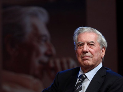 Mario Vargas Llosa leía poemas a escondidas