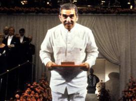 García Márquez recibiendo el Nobel