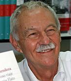 Eduardo-Mendoza