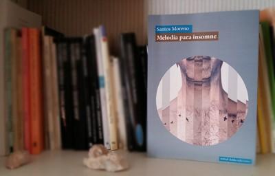 «Melodía para insomne» de Santos Moreno —Mitad Doble Ediciones—